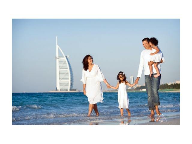 Семья на море в ОАЭ